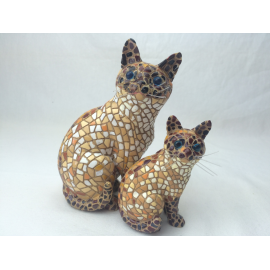 Set of 2 brown cats sitting