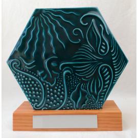 Rajola Gaudí Hexagonal 20 cm amb peanya fusta