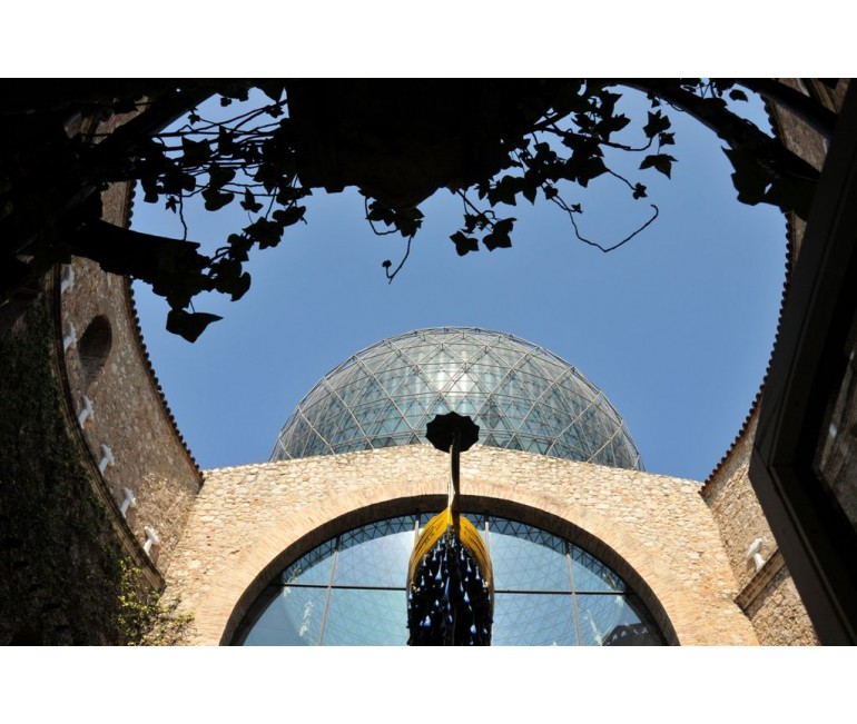Departing from Girona: the Dalí Museum Tour