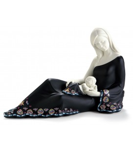 Dama semi acostada con bebé