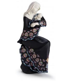 Madonna assise avec robe trencadís